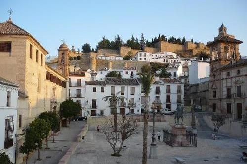 Индивидуальная экскурсия в Севилью и Антекеру из Фуэнхиролы